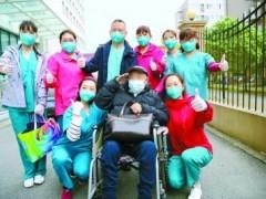 曾经胜敌, 如今赢病魔 91岁老兵康复出院
